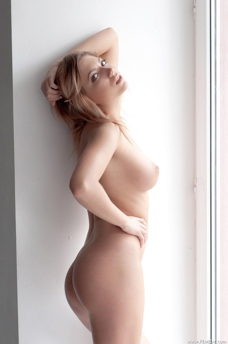 nude busty girl