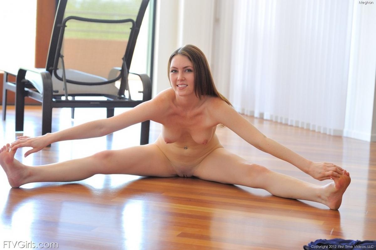 Смотреть бесплатно онлайн шпагат порно, Порно с гимнастками и гибкими девушками 11 фотография