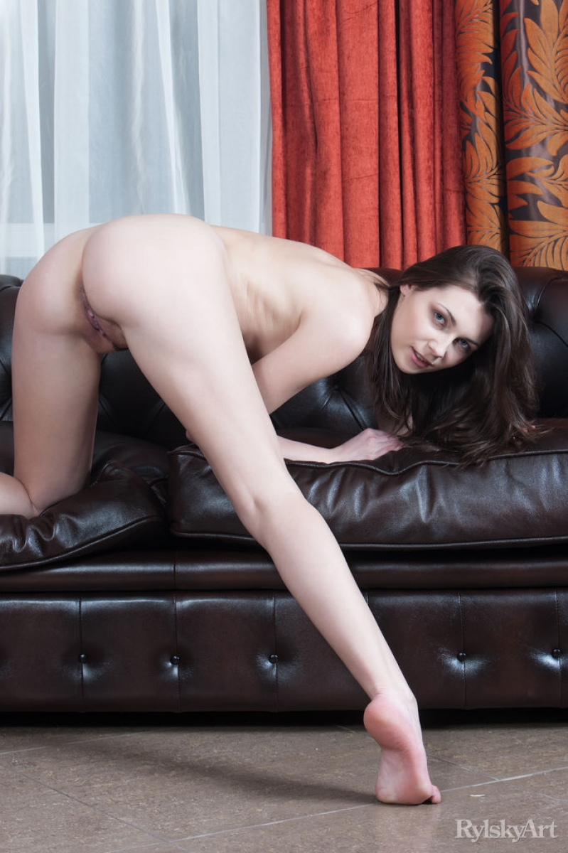 Amateur black girl on leather couch all