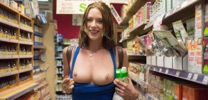 anya-amsel-flashing-her-tits-in-a-supermarket