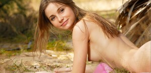anya-poses-naked-in-the-grass