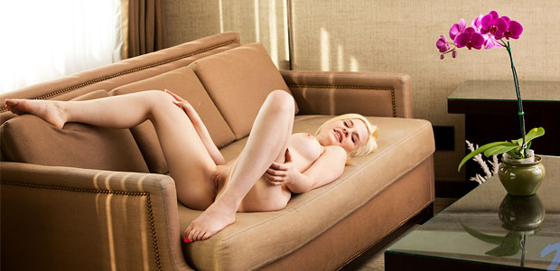catie-parker-nude-on-a-couch
