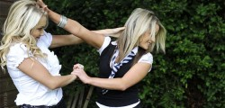 Blonde coeds catfight