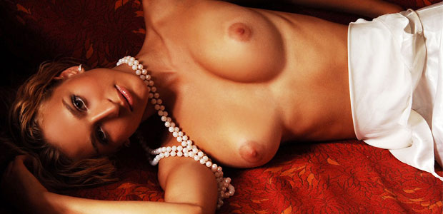 hot-babe-with-nice-breasts
