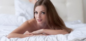 nude-femjoy-model-in-bed