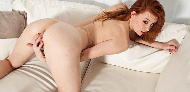 Sage Evans masturbating