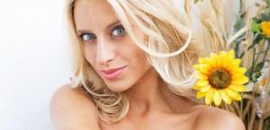 sexy-slim-blonde-on-a-balcony